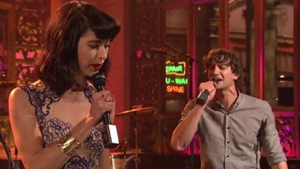 Gotye and Kimbra perform on Saturday Night Live on April 14, 2012. - Provided courtesy of NBC