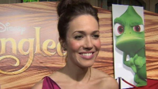Mandy Moore talking to OnTheRedCarpet.com