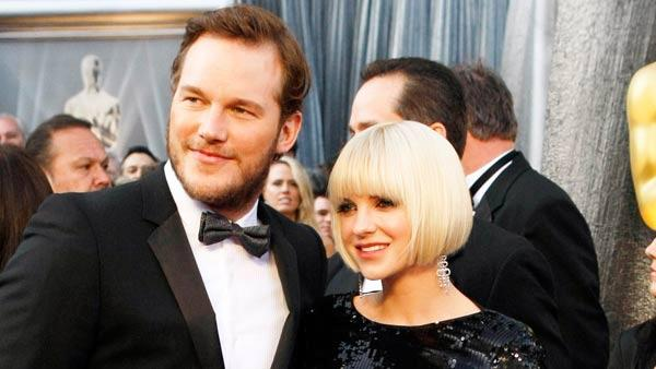 Chris Pratt, left, and Anna Faris arrive before the 84th Academy Awards on Sunday, Feb. 26, 2012, in the Hollywood section of Los Angeles.