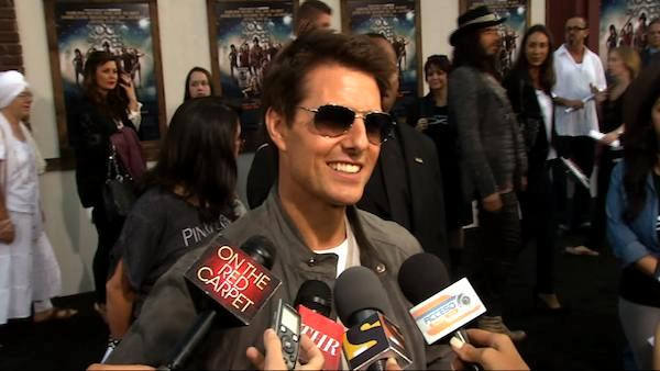 Tom Cruise channels 'Top Gun' fashion at 'Rock of Ages' premiere
