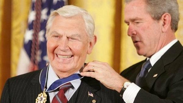 Andy Griffith receives the Presidential Medal of Freedom from President George W. Bush in 2005.