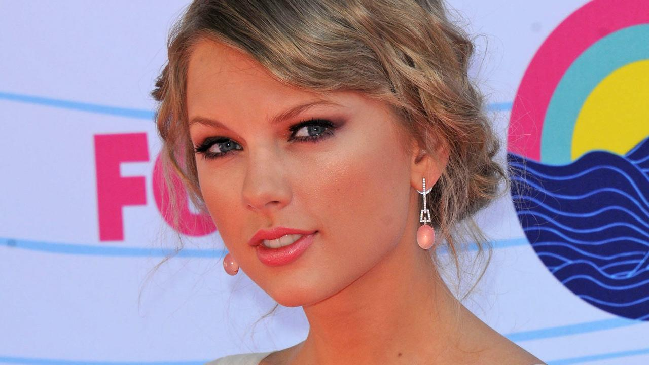 Taylor Swift arrives at the 2012 Teen Choice Awards on July 22, 2012 in Universal City, Calif.
