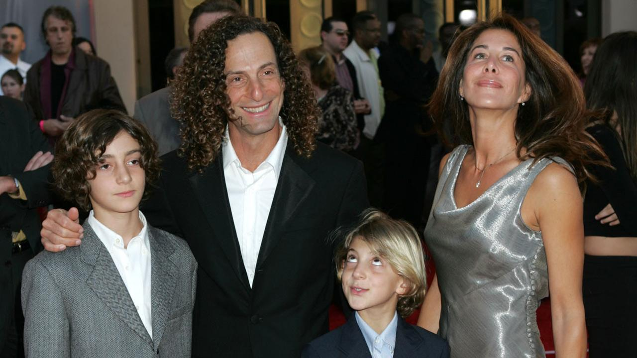 Kenny G, second from left, Lyndie Benson, right, Max, left, and Noah arrive for the 32nd annual American Music Awards, Sunday, Nov. 14, 2004, at the Shrine Auditorium in Los Angeles. <span class=meta>(Reed Saxon)</span>
