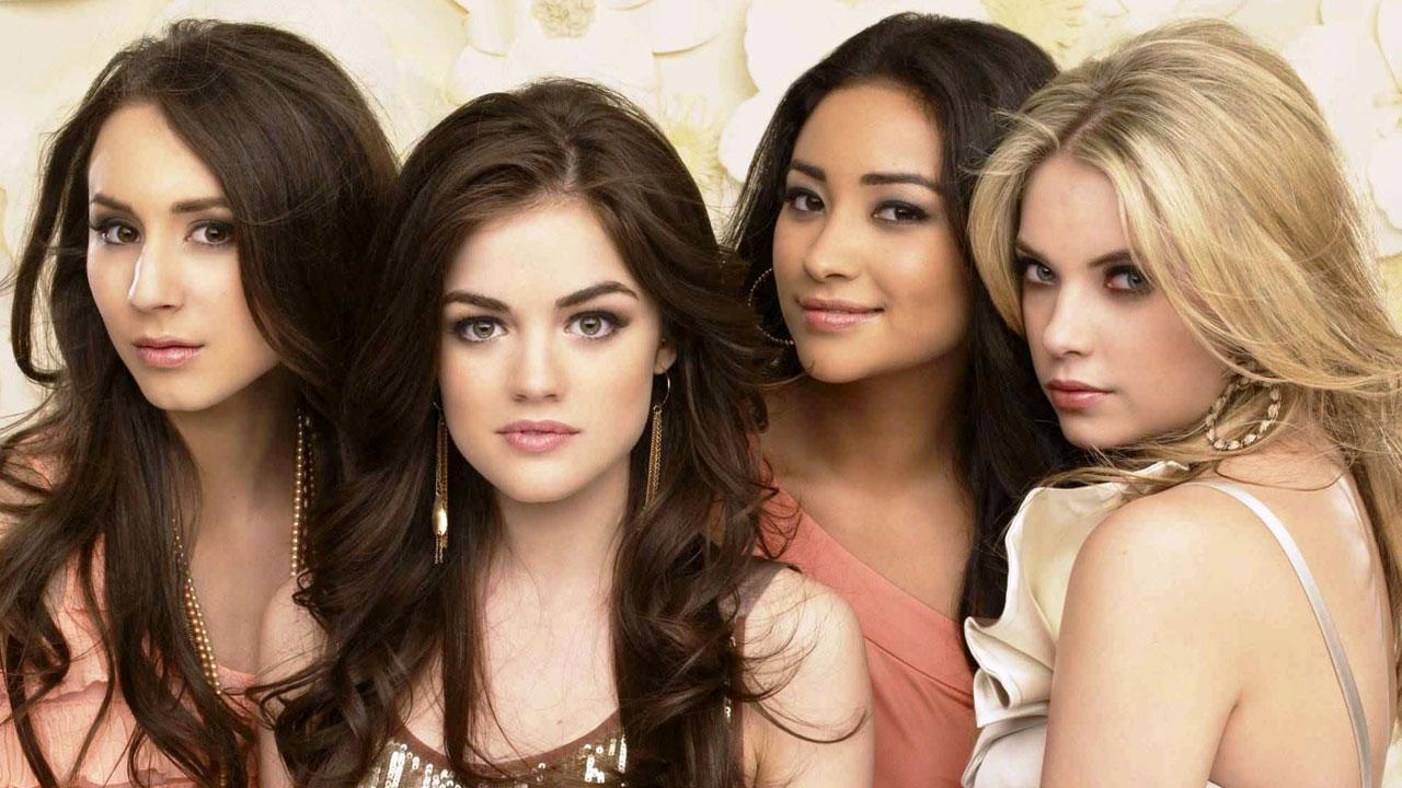 The cast of Pretty Little Liars appears in a promotional photo for season 3 in 2012.