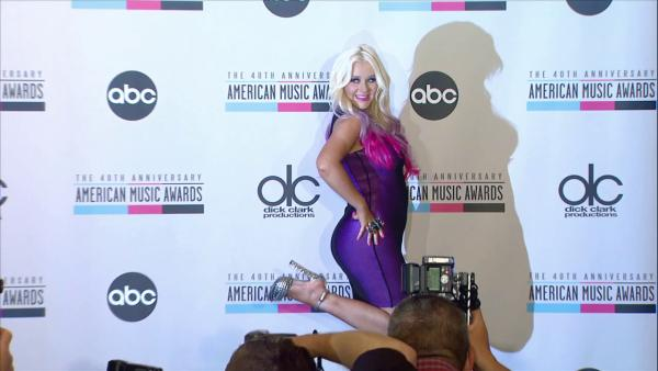 Christina Aguilera strikes sexy pose at AMA announcement