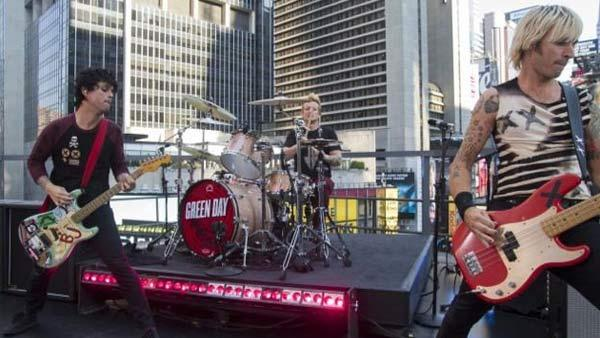 Green Day performs on ABCs Good Morning America on Sept. 14, 2012. - Provided courtesy of twitter.com/GreenDay