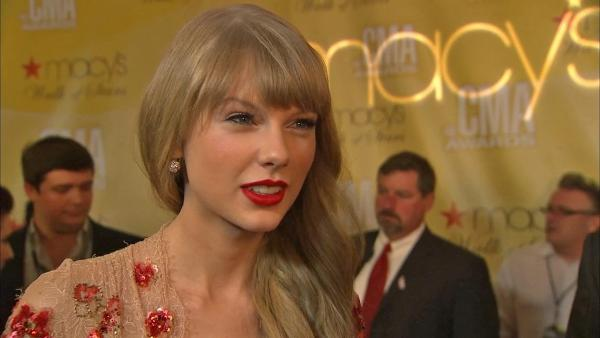 Taylor Swift talks to OTRC.com at the CMA Awards on November 1, 2012. - Provided courtesy of OTRC