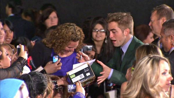 Robert Pattinson interacts with fans at 'Twilight' premiere