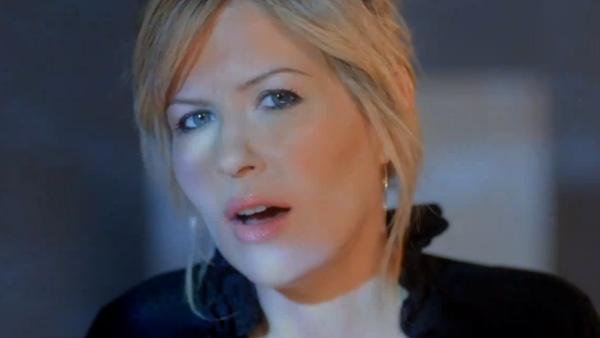 Dido appears in a scene from the 2010 music video 'If I Rise.'