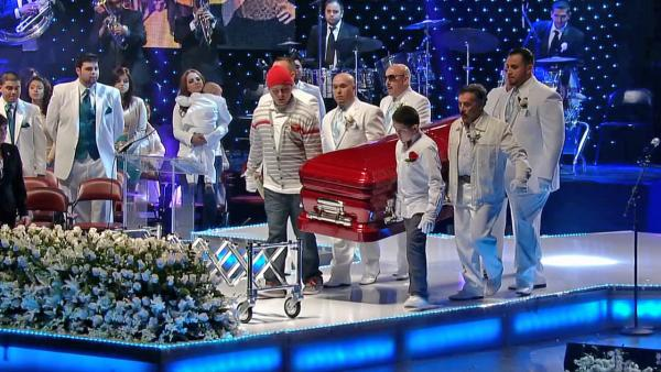 Jenni Rivera funeral: Thousands mourn singer at memorial ceremony in L