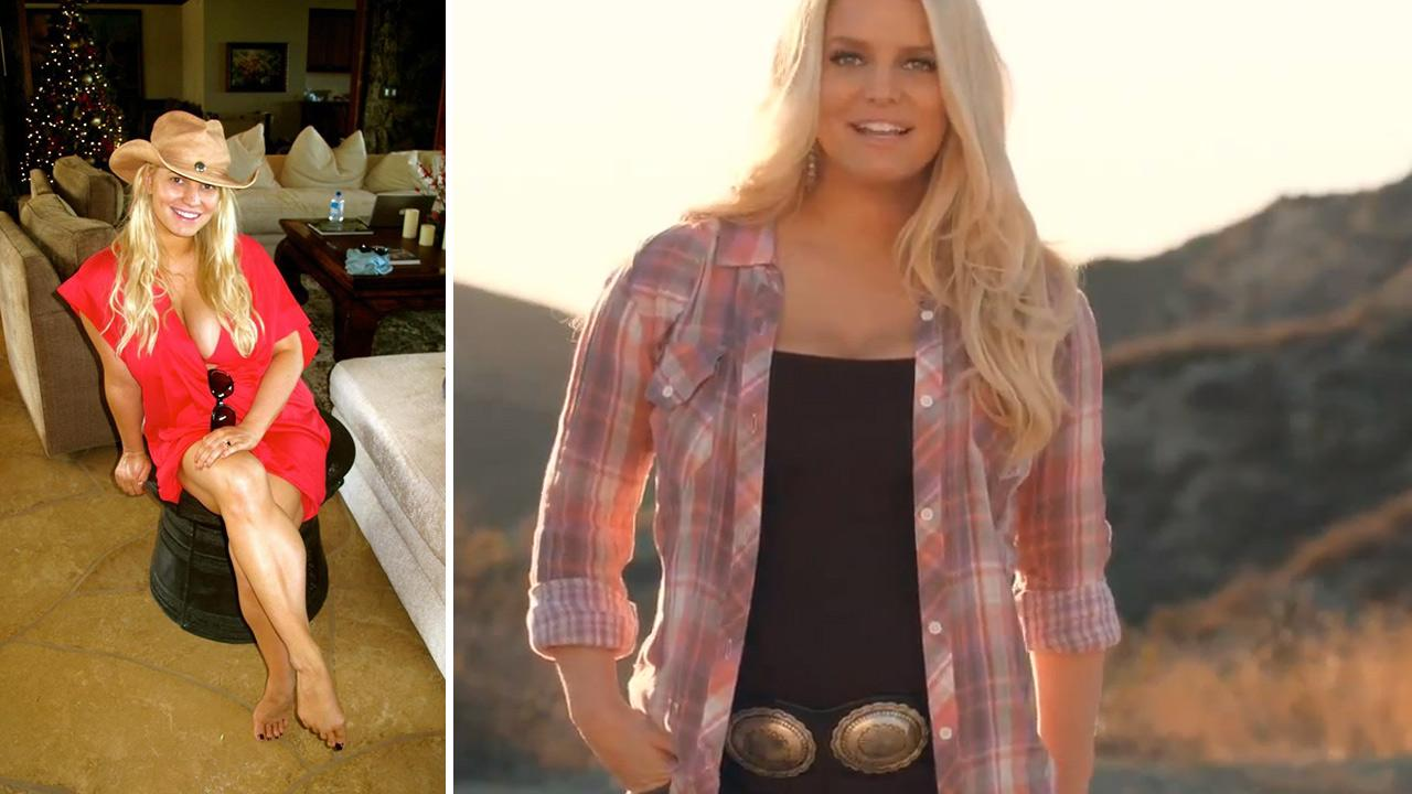 Jessica Simpson appears in a photo posted on her Twitter page on Dec. 27, 2012. / Jessica Simpson appears in a Weight Watchers posted online on Dec. 26, 2012.