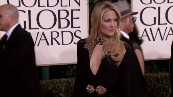 Kate Hudson walks the 2013 Golden Globes red carpet