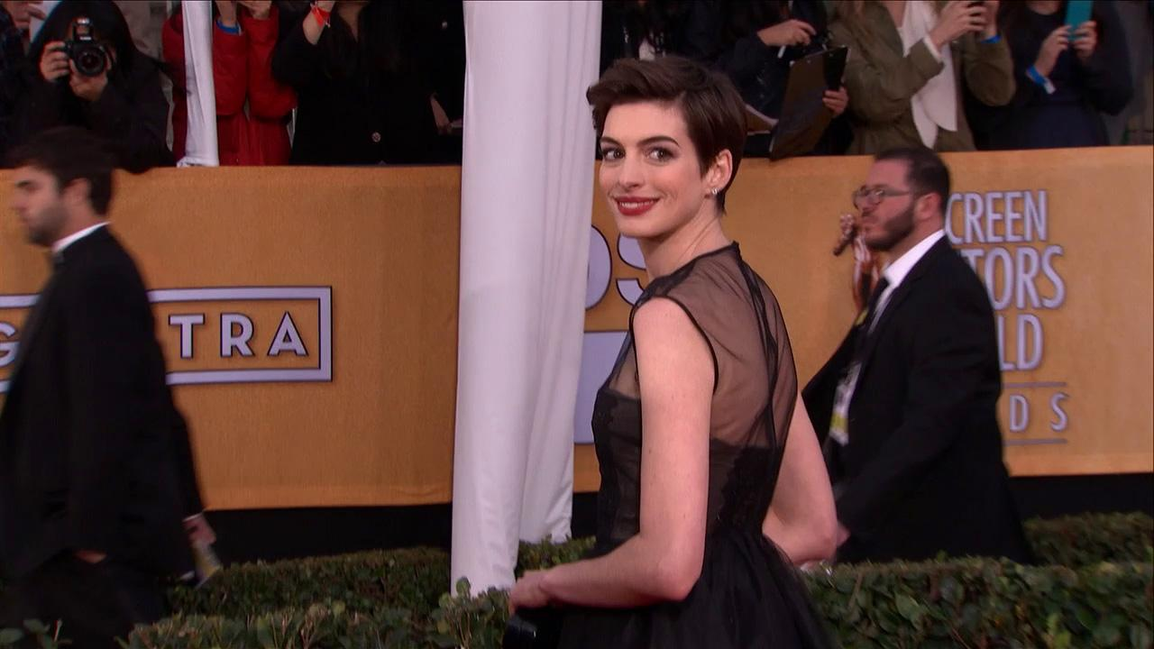 Anne Hathaway poses on the red carpet at the 2013 SAG Awards in Los Angeles on Jan. 27, 2012.