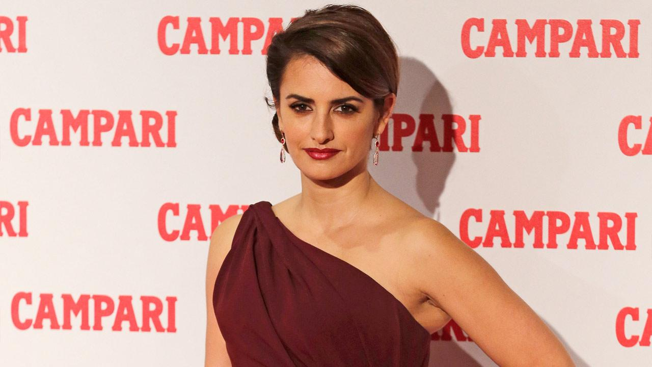 Spanish actress Penelope Cruz poses for photographers as she arrives to the Campari party in Milan, Italy, Tuesday, Nov. 13, 2012.