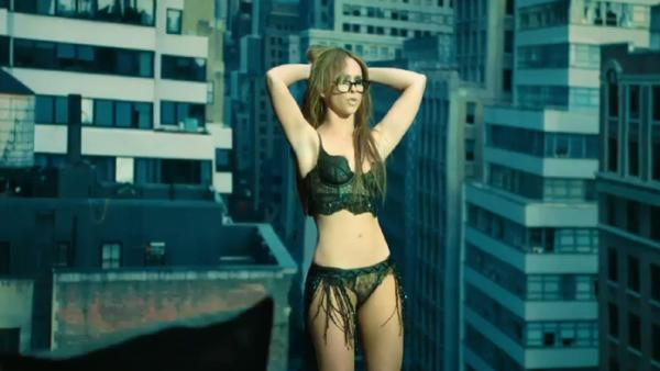 Jennifer Love Hewitt in sexy 'I'm a Woman' music video