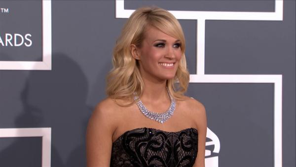 Carrie Underwood wears $31 million necklace to 2013 Grammys