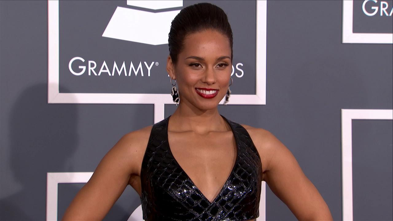Alicia Keys walks the red carpet at the 2013 Grammy Awards on Feb. 24, 2013.