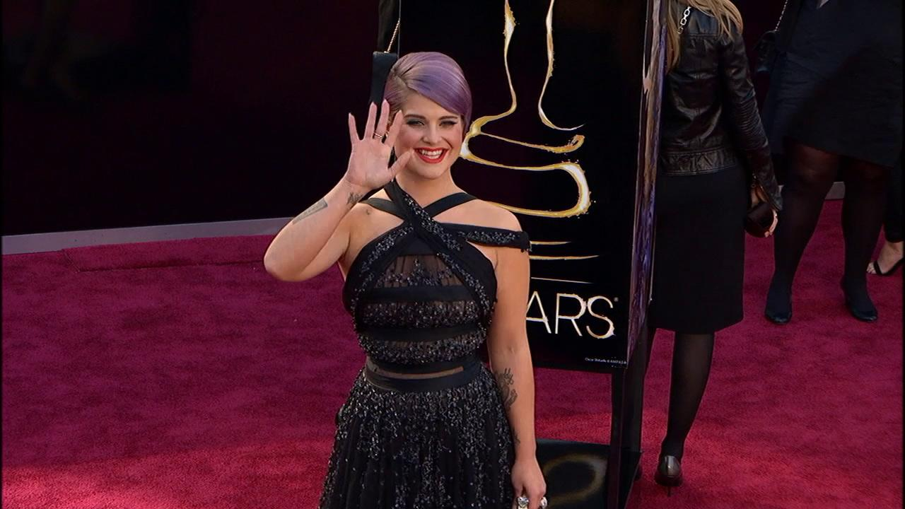 Kelly Osbourne walks the red carpet at the 2013 Oscars on Sunday, February 24.