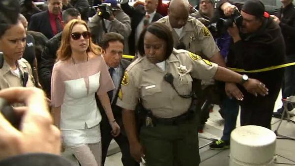 Lindsay Lohan arrives late to court (March 18, 2013)