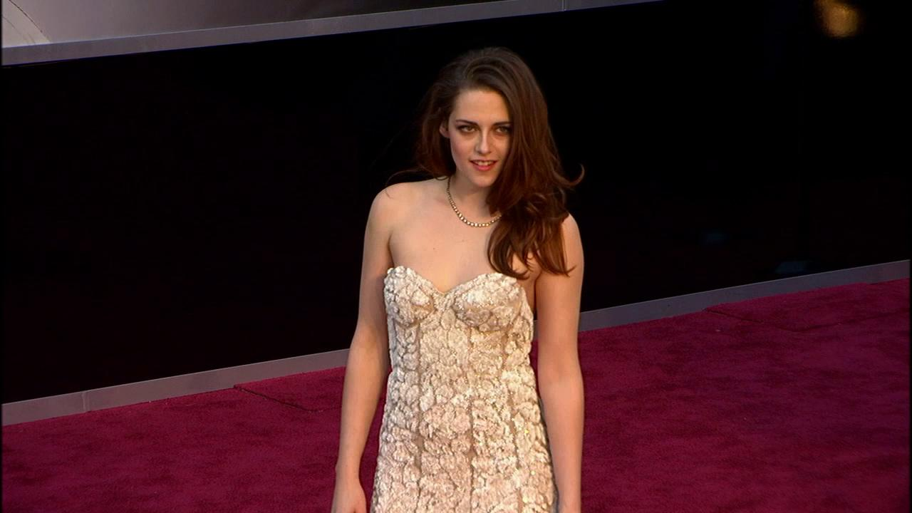 Kristen Stewart walks the red carpet at the Oscars on Feb. 24, 2013.
