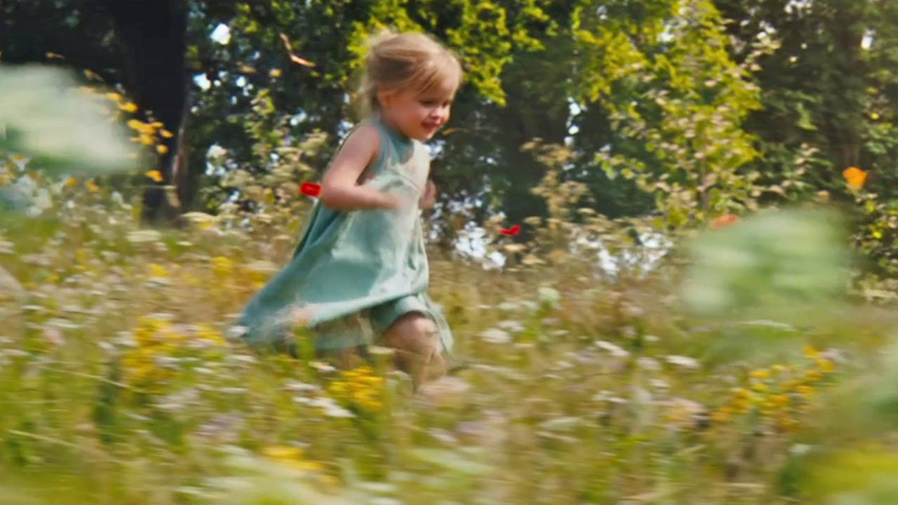 Angelina Jolies daughter Vivienne Jolie-Pitt appears as Aurora in a scene from the 2014 Disney film Maleficent. <span class=meta>(Walt Disney Studios)</span>