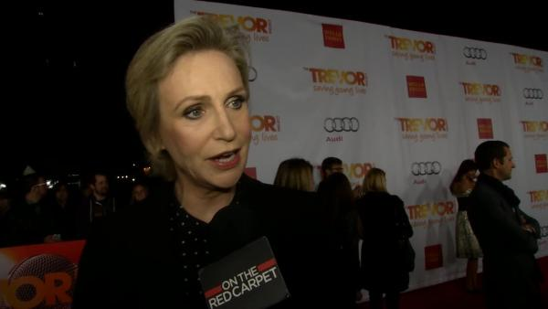 Glee star Jane Lynch recieves Trevor Project Hero Award for her work with LGBT youth