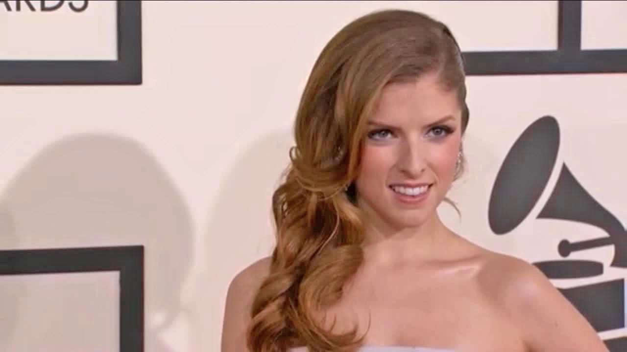 Anna Kendrick walks the red carpet at the Grammy Awards in Los Angeles on Jan. 26, 2014.