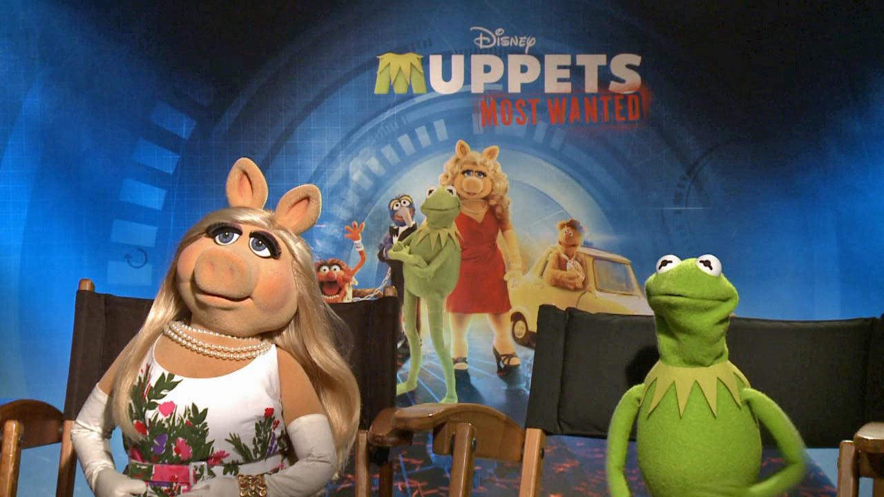 Kermit the Frog and Miss Piggy appear in an interview with OTRC.com for Muppets Most Wanted on March 8, 2014.