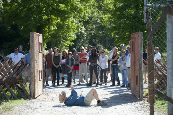 "<div class=""meta image-caption""><div class=""origin-logo origin-image ""><span></span></div><span class=""caption-text"">Director Guy Ferland appears in front of the cast and crew on the set of AMC's 'The Walking Dead' while filming episode 2 of season 4, titled 'Infected,' which aired on Oct. 20, 2013.  (Gene Page / AMC)</span></div>"