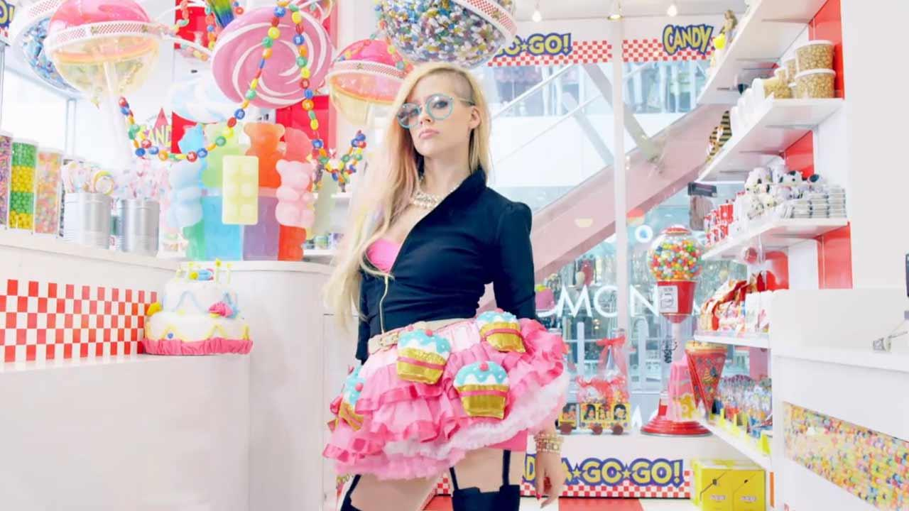 Avril Lavigne appears in the 2014 music video Hello Kitty.