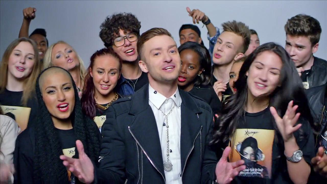 Justin Timberlake appears in a scene from the music video for Love Never Felt So Good off Michael Jacksons Xscape album. The video was released on May 14, 2014.