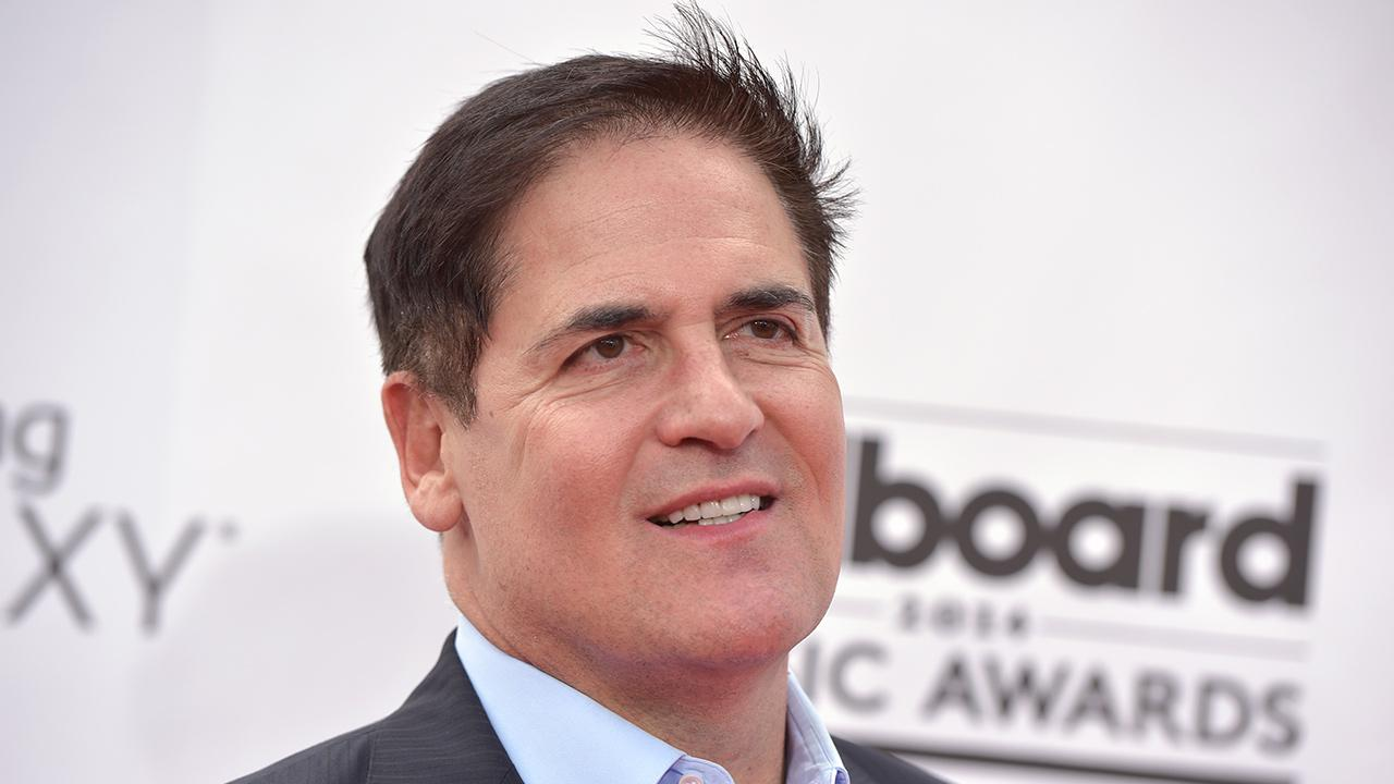 Mark Cuban arrives at the Billboard Music Awards at the MGM Grand Garden Arena in Las Vegas on Sunday, May 18, 2014.