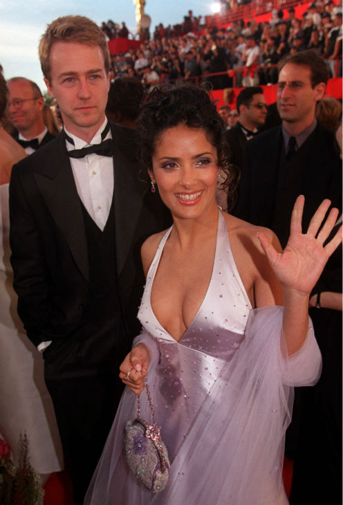 Salma Hayek and Edward Norton pause for photographers as they arrive for the 72nd Academy Awards ceremony in Los Angeles on March 26, 2000.