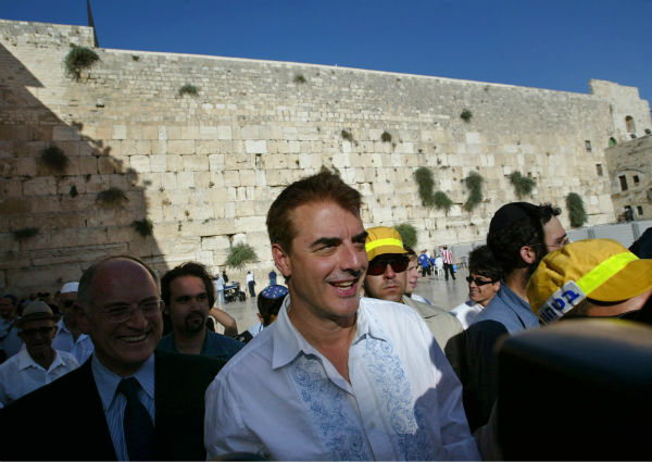 &#39;Sex and the City&#39; star Chris Noth, center, smiles to the media during his visit at the Western Wall in Jerusalem&#39;s Old City on July 20, 2004. <span class=meta>(AP Photo &#47; Lefteris Pitarakis)</span>