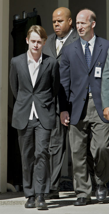 Actor Macaulay Culkin leaves the courthouse after testifying as a witness for the defense in the Michael Jackson child molestation trial at the courthouse in Santa Maria, California on Wednesday, May 11, 2005.