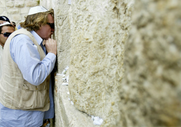 French actor Gerard Depardieu kisses the Western Wall during a visit to Jeusalem&#39;s Old City on May 30, 2005. <span class=meta>(AP Photo &#47; Oded Bality)</span>
