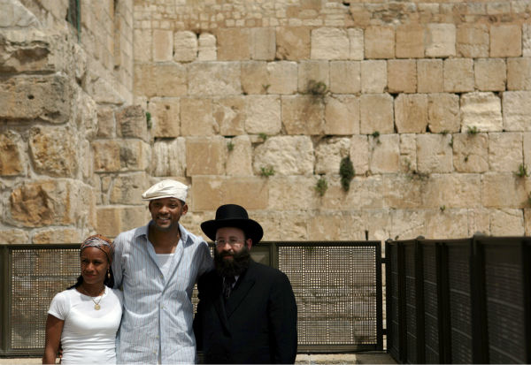 Will Smith and wife Jada Pinkett Smith pose with Rabbi Shmuel Rabinovitch next to the Western Wall in Jerusalem&#39;s Old City on April 20, 2006. <span class=meta>(AP Photo &#47; Emilio Morenatti)</span>