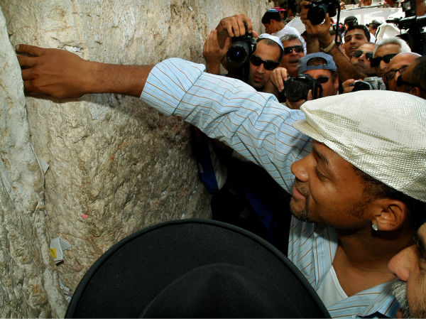 "<div class=""meta image-caption""><div class=""origin-logo origin-image ""><span></span></div><span class=""caption-text"">Will Smith places a prayer note in the Western Wall during a visit to Jerusalem's Old City on April 20, 2006. (AP Photo / Haim Cohen)</span></div>"