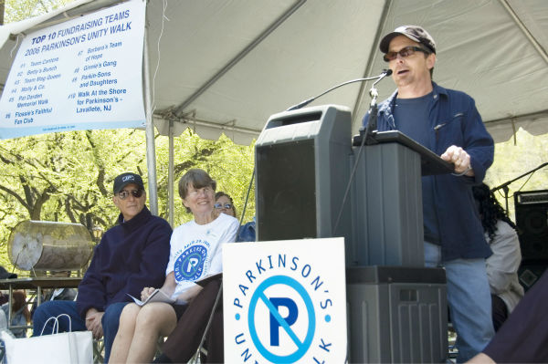 "<div class=""meta ""><span class=""caption-text "">Michael J. Fox and Janet Reno lend their support to the 12th annual Parkinson's Unity Walk April 29th, 2006.  This year's walk raised more than a million dollars for Parkinson's research.   (PRNewsFoto / Parkinson's Unity Walk, Gloria Hansen)</span></div>"
