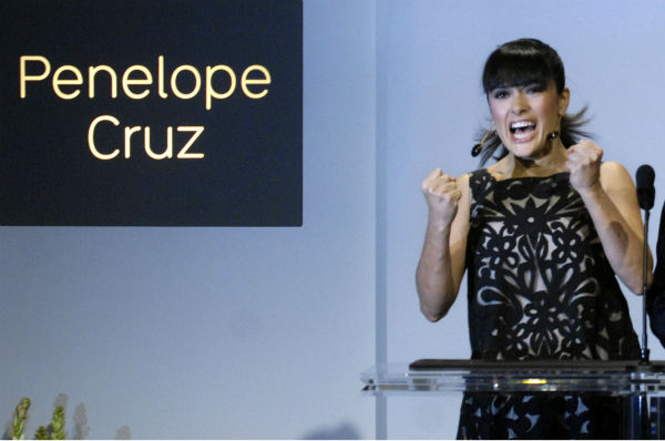 Salma Hayek reacts to Penelope Cruz&#39;s nomination for best actress for &#39;Volver,&#39; for the 79th annual Academy Awards during a televised news conference at the Academy of Motion Picture Arts and Sciences in Beverly Hills, California on Jan. 23, 2007. <span class=meta>(AP Photo &#47; Chris Pizzello)</span>