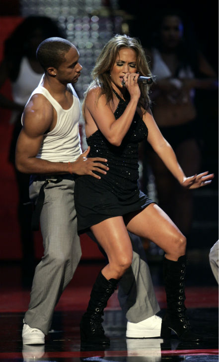 "<div class=""meta ""><span class=""caption-text "">Jennifer Lopez performs at Conde Nast's Fashion Rocks concert in New York at Radio City Music Hall on Thursday, Sept. 6, 2007. (AP Photo / Jeff Christensen)</span></div>"