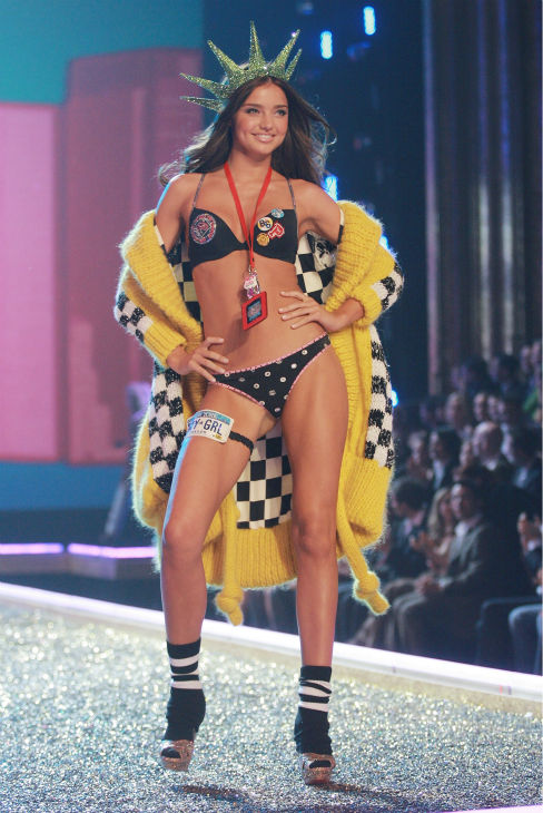 Model Miranda Kerr walks the runway during the Victoria&#39;s Secret fashion show at the Kodak Theatre in Hollywood, California on Nov. 15, 2007. <span class=meta>(AP Photo &#47; Evan Agostini)</span>