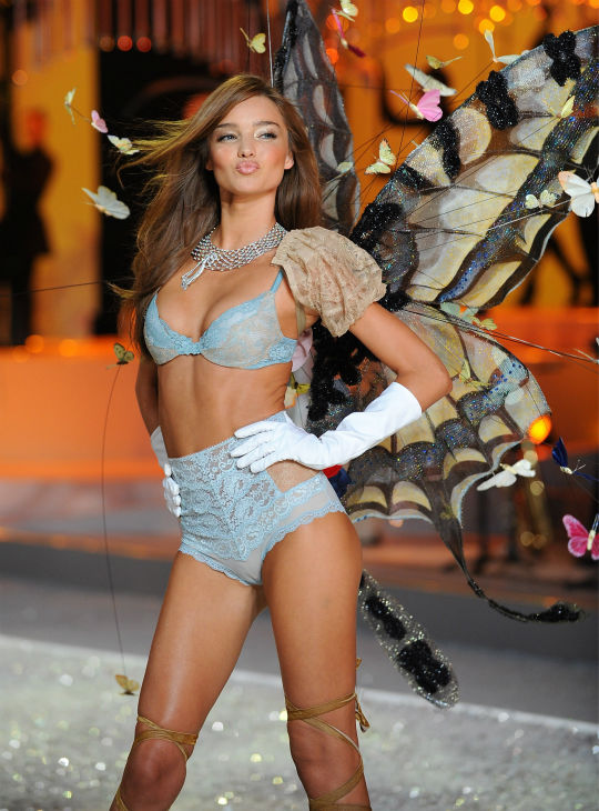 Model Miranda Kerr walks the runway during Victoria&#39;s Secret Fashion Show at the Fontainebleau Miami Beach Hotel on Saturday, Nov. 15, 2008 in Miami Beach. <span class=meta>(AP Photo &#47; Evan Agostini)</span>