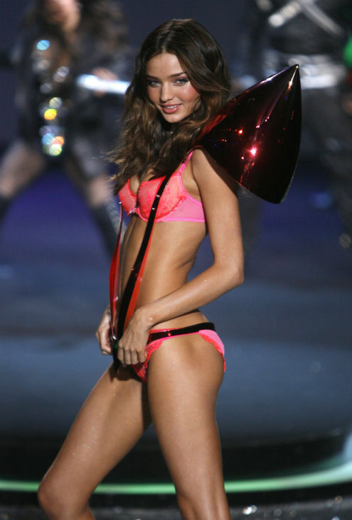 Miranda Kerr walks the runway during the Victoria&#39;s Secret Fashion Show at the Lexington Armory in New York on Thursday, Nov. 19, 2009. <span class=meta>(AP Photo &#47; Jason DeCrow)</span>