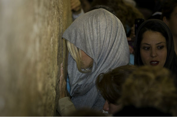 Pamela Anderson prays at the Western Wall in Jerusalem&#39;s Old City on Nov. 7, 2010. <span class=meta>(AP Photo &#47; Sebastian Scheiner)</span>