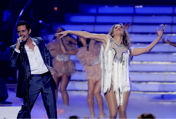 Jennifer Lopez, right, and Marc Anthony perform at the 'American Idol' finale in Los Angeles on Wednesday, May 25, 2011.