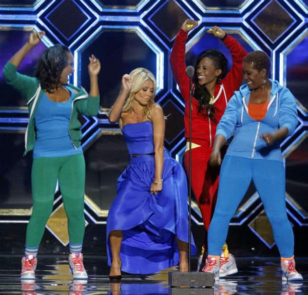 "<div class=""meta image-caption""><div class=""origin-logo origin-image ""><span></span></div><span class=""caption-text"">Kelly Ripa, center, dances with The Fly Girls from the television show 'In Living Color' during the TV Land Awards on April 14, 2012 in New York.  (AP Photo / Jason DeCrow)</span></div>"