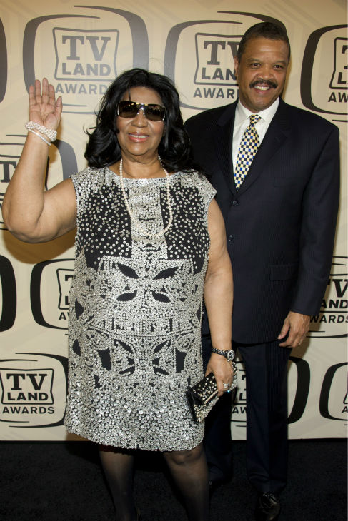"<div class=""meta image-caption""><div class=""origin-logo origin-image ""><span></span></div><span class=""caption-text"">Aretha Franklin and boyfriend William Wilkerson arrive to the TV Land Awards 10th Anniversary in New York on April 14, 2012. (Photo /Charles Sykes)</span></div>"