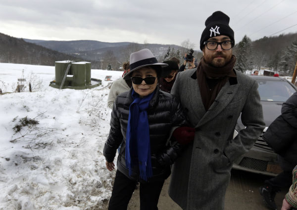 Yoko Ono, left, and her son Sean Lennon visit a fracking site in Franklin Forks, Pennsylvania during a bus tour of natural gas drilling sites on Jan. 17, 2013. <span class=meta>(AP Photo &#47; Richard Drew)</span>