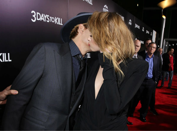 Johnny Depp and reported fiancee Amber Heard, who wore a diamond ring, kiss at the premiere of the movie &#39;3 Days To Kill&#39; in Los Angeles on Feb. 12, 2014. It was reported in January that the two are engaged, although the pair has not confirmed this. <span class=meta>(Eric Charbonneau &#47; Invision &#47; AP Images)</span>